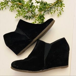 The Flexx black suede wedge booties 6.5